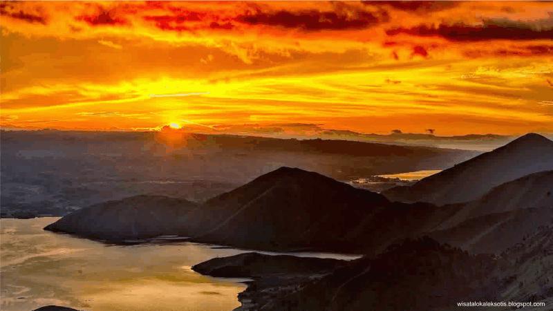 gerhana bulan total sunset danau toba