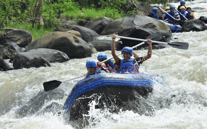 tempat rafting terbaik Sungai Citarik Sukabumi
