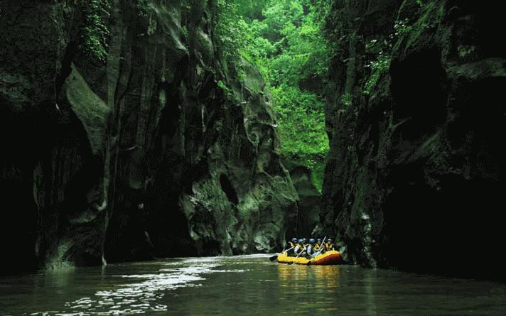 tempat rafting terbaik sungai pekalen